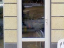 Входная дверь ПВХ в помещение