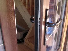 Дверь пвх  в деревянном доме балашиха