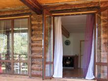 Распашная дверь из ПВХ в частном доме