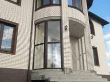 Остекление коттеджа окнами с профилем из ПВХ