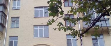 Производство и установка ПВХ-окон в подъезде жилого дома, Москва